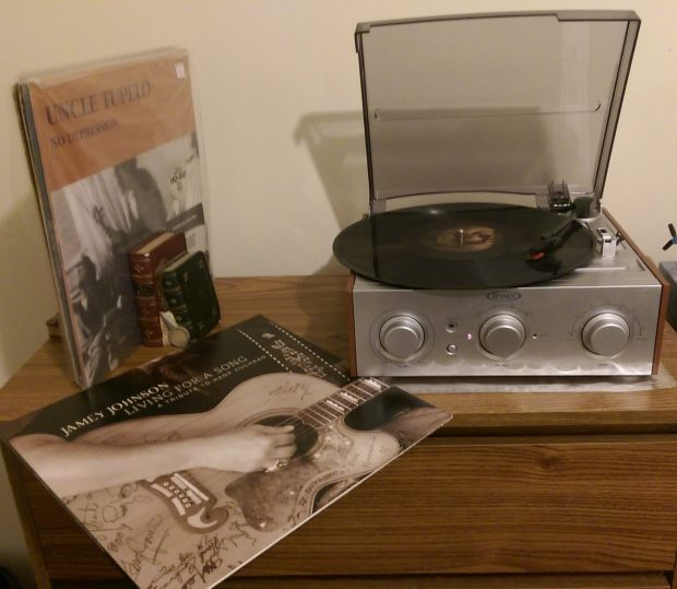Jensen record player Jamey Johnson